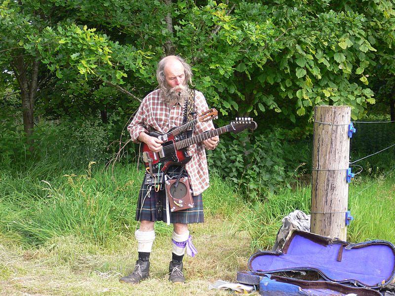 highland-busker